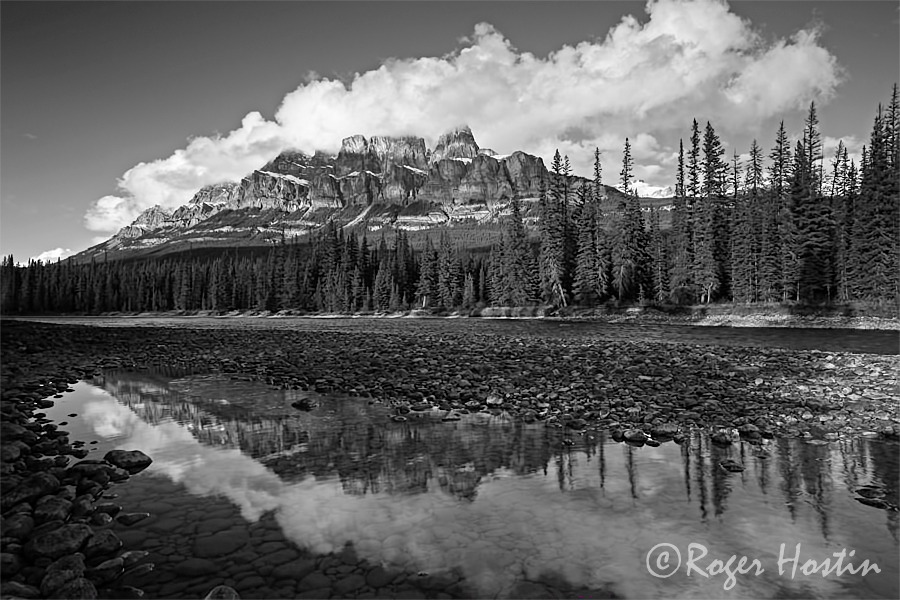 WEB BW 2010 11 08 Castle Mountain and the Bow River 99